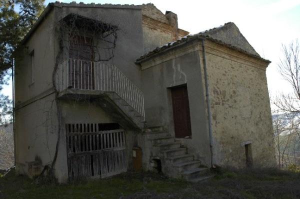 Casale in vendita abruzzo casa da ristrutturare for Casa vivente del sud progetta la casa colonica