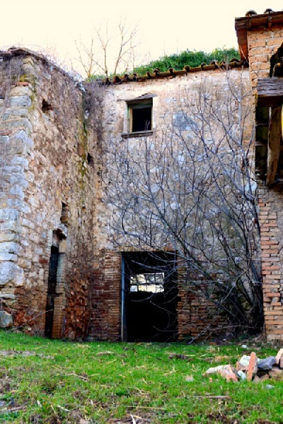 1800s Country Homes: Italian Country House For Sale To Be Restored In Umbria