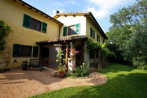 Villa in vendita umbria casa ristrutturata propriet for Grande casa padronale