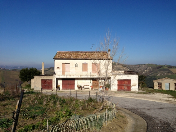 Italian country house for sale restored in abruzzo for Italian country homes