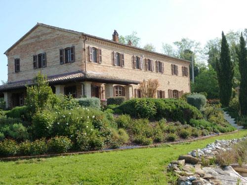 Villa in vendita marche casa ristrutturata propriet for Ville ristrutturate
