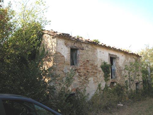 Casale in vendita marche casa da ristrutturare propriet 516 rudere di pietra casale da - Ristrutturare casale in pietra ...