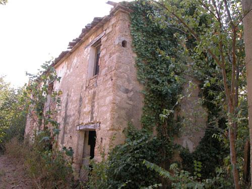 Casale in vendita marche casa da ristrutturare propriet 516 rudere di pietra casale da - Ristrutturare casale di campagna ...