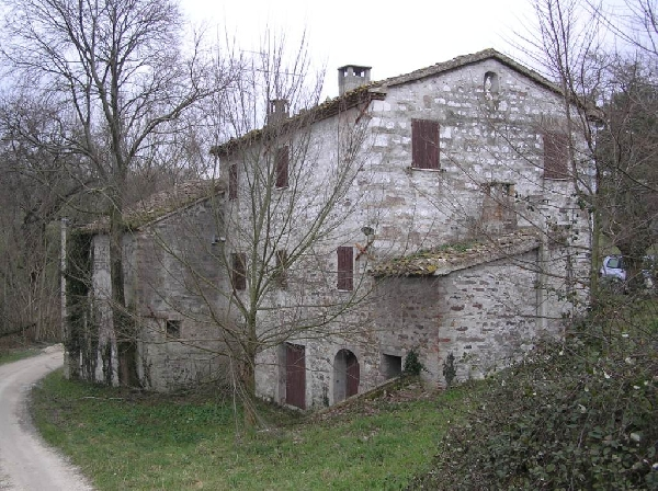 Italian country house for sale to be restored in marche for Italian country homes