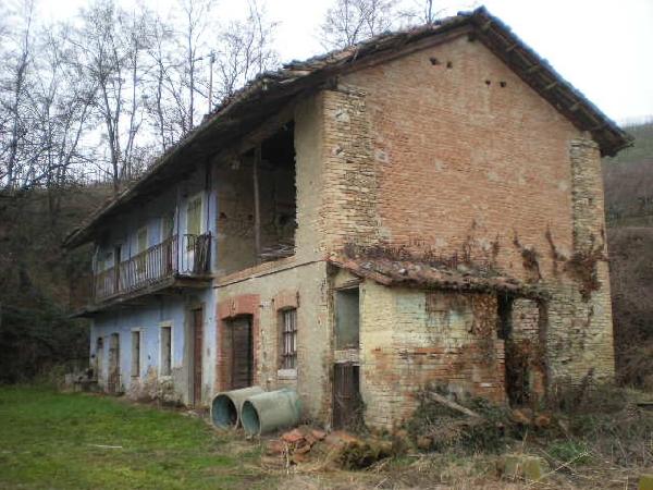 Casale in vendita piemonte casa da ristrutturare for Ristrutturare una casa di campagna