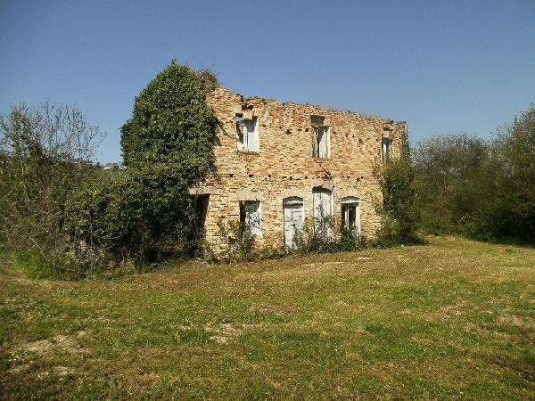Casale in vendita marche casa da ristrutturare propriet 1887 ex casa di caccia casale da - Ristrutturare casale di campagna ...