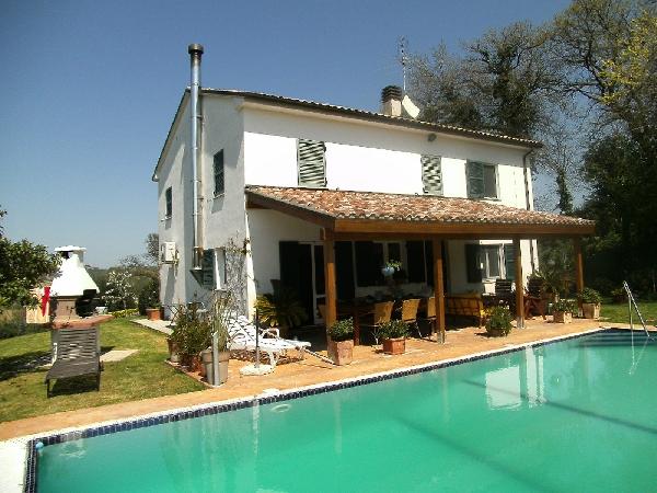Casale in vendita marche casa ristrutturata propriet - Orientamento piscina ...